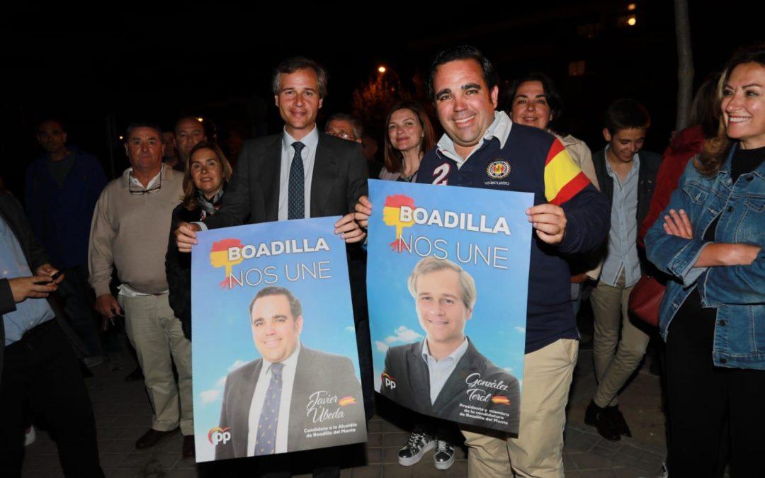 Úbeda y Terol dan el pistoletazo de salida a la campaña electoral con el tradicional pegado de carteles