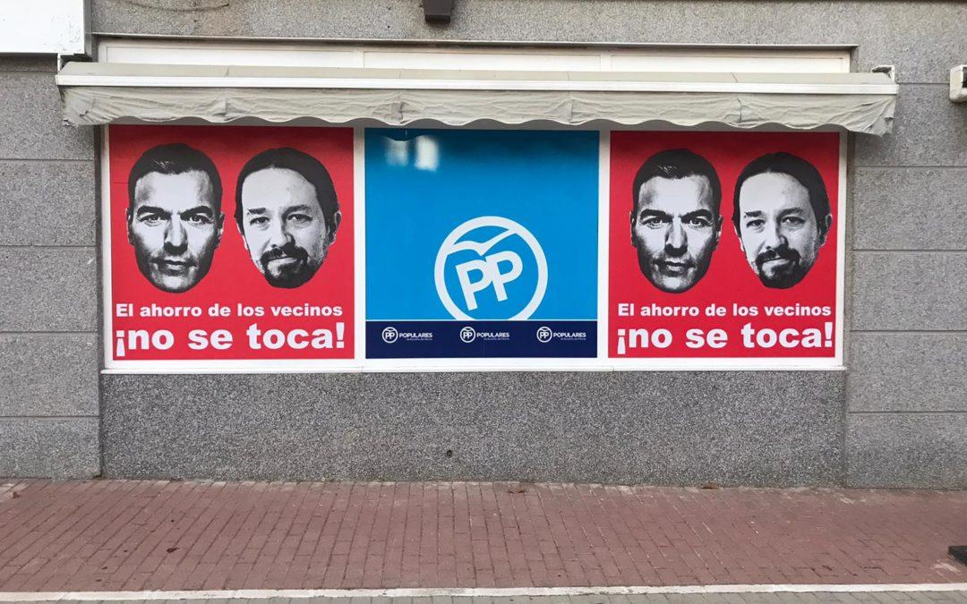 La sede del PP de Boadilla amanece con carteles exigiendo que el Gobierno no incaute los ahorros municipales